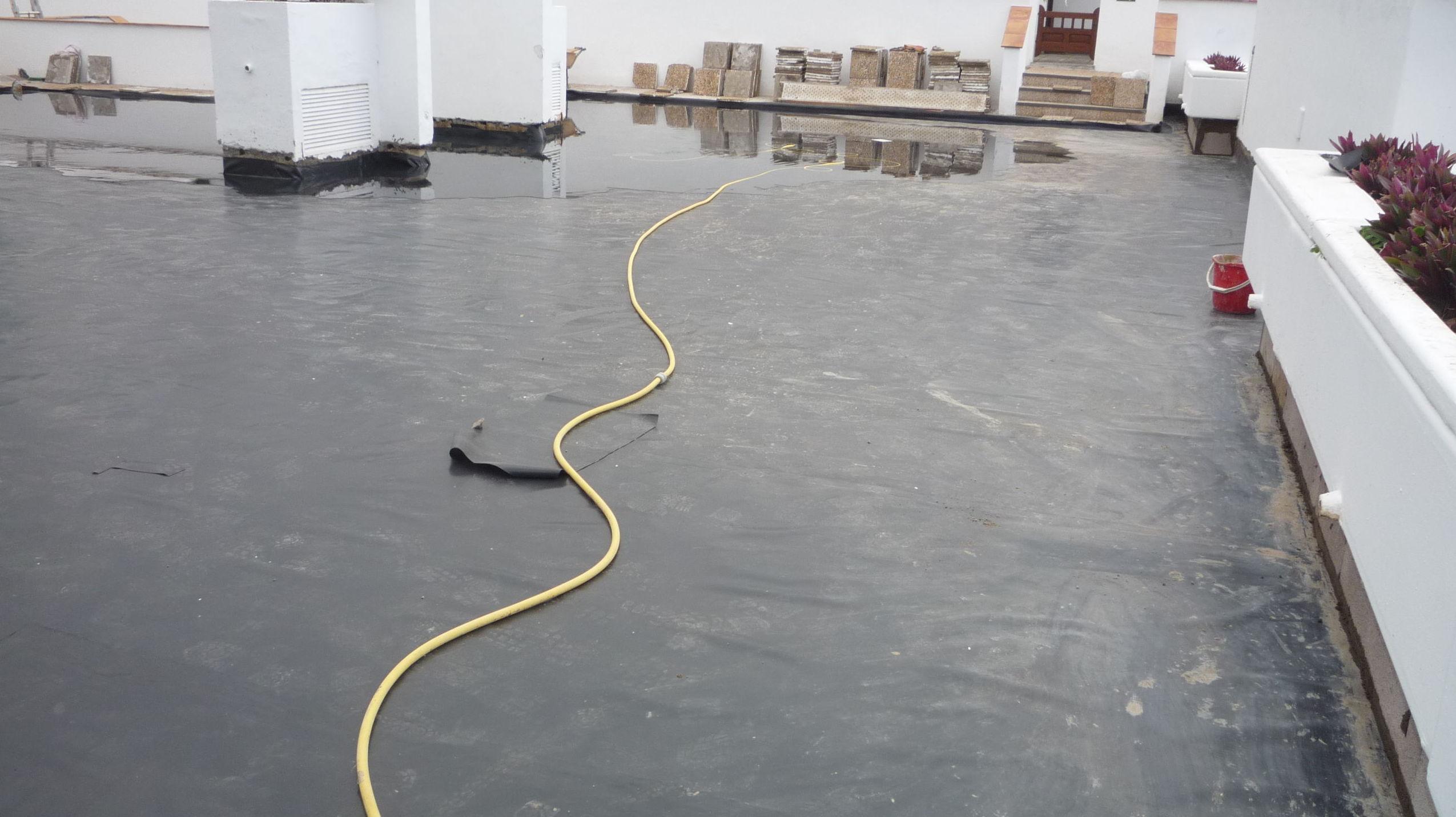 Impermeabilizando terraza en comunidad de vecinos Santa Cruz de Tenerife