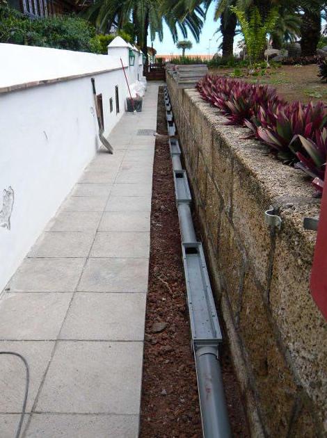 Reforma Trabajos de canalización de pasillo exterior de comunidad de vecinos en Puerto de La Cruz  Santa Cruz de Tenerife.