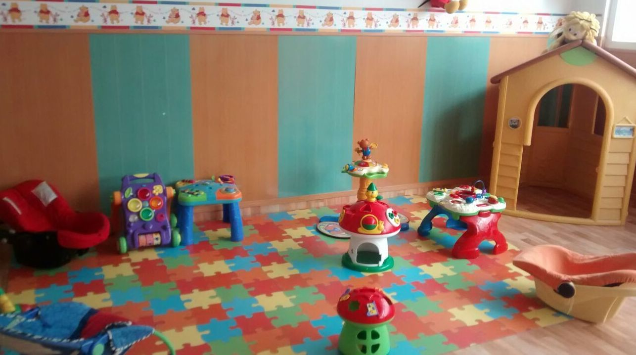 Escuela infantil con un amplio espacio para los niños