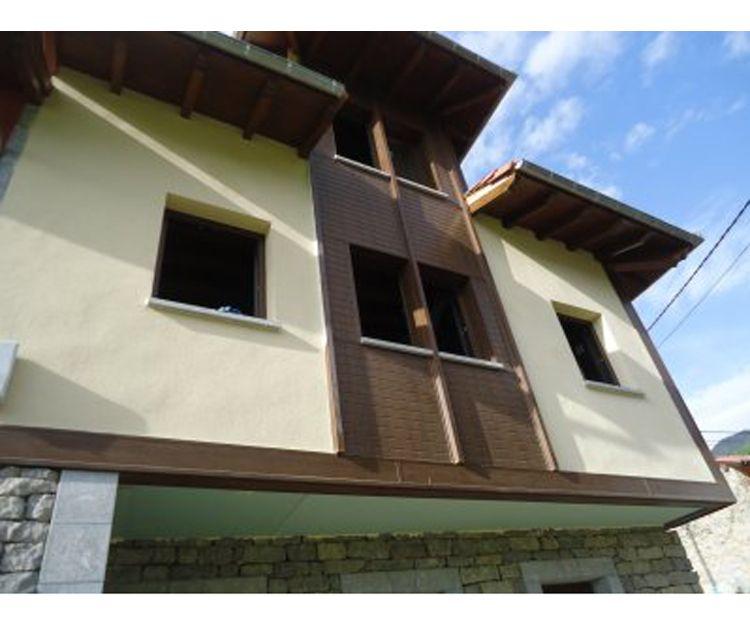 Revestimiento de fachada con PVC y colocación de carpintería
