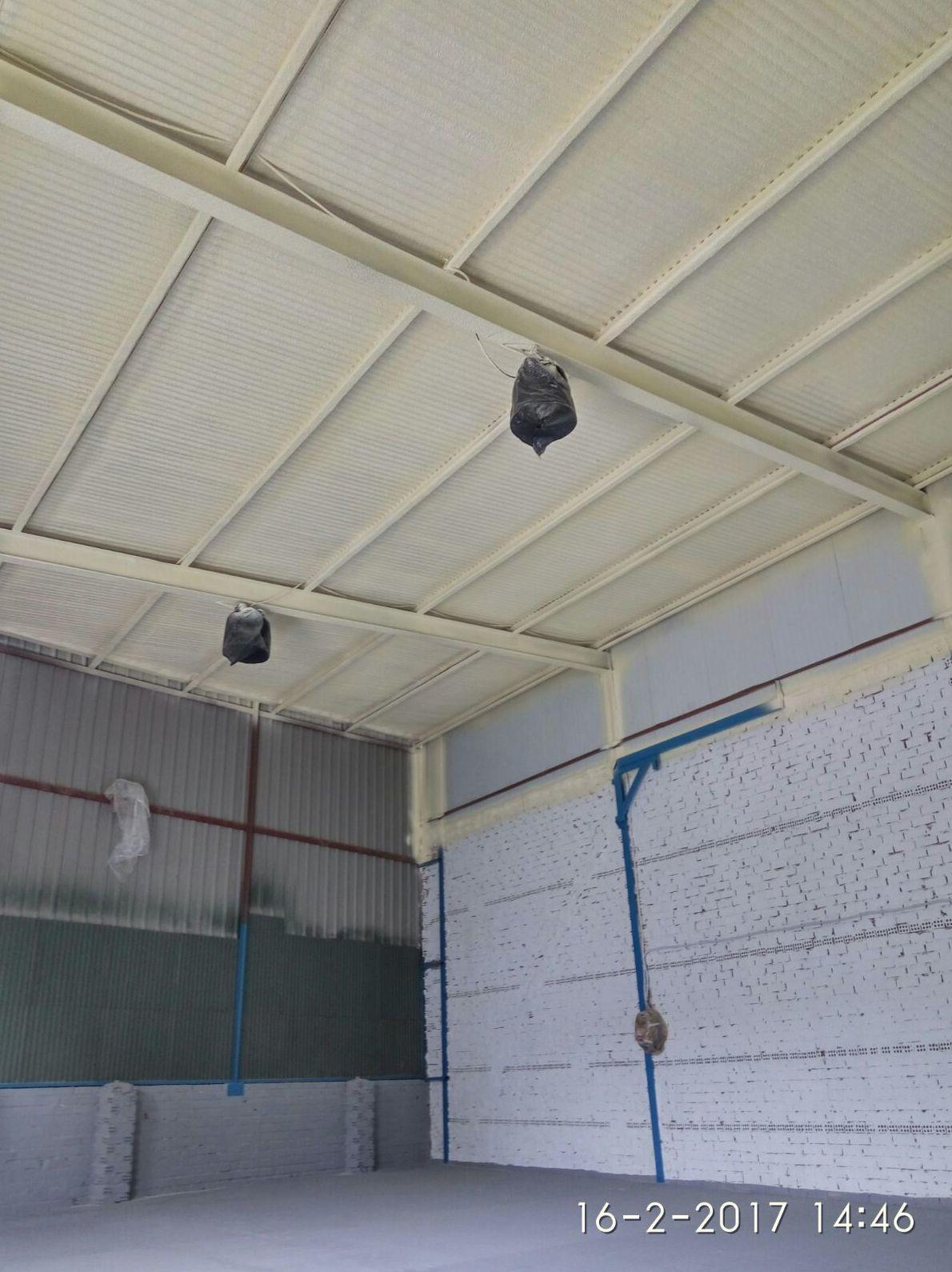 Proyección de poliuretano en techo de nave por el interior en Sevilla y Cordoba