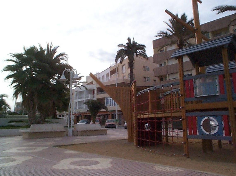 Hostal Cortés, situado en pleno paseo marítimo de Garrucha