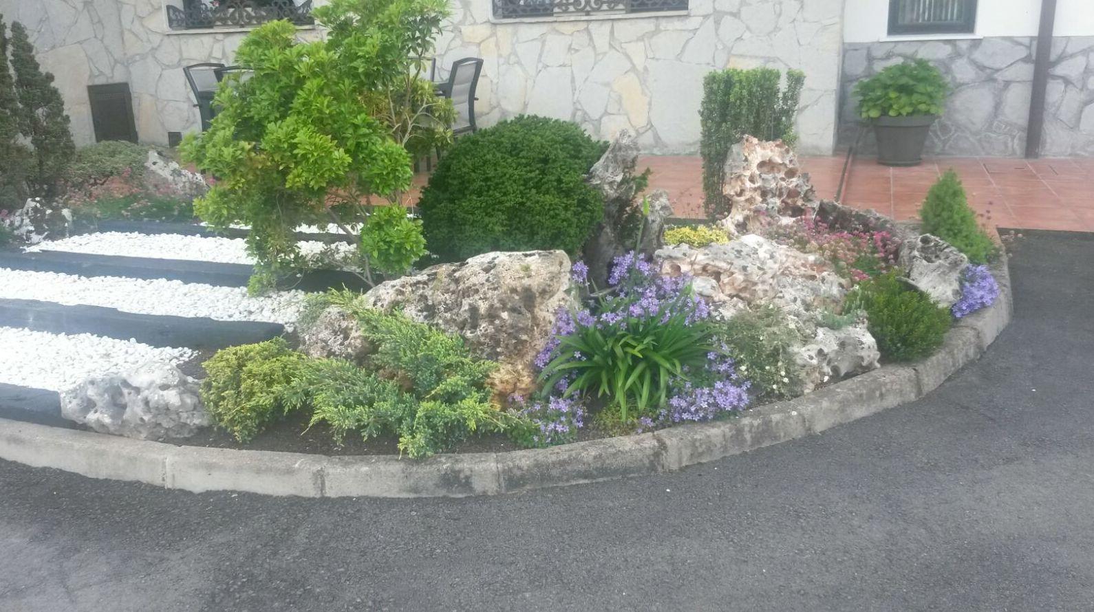 Decoraci n de exteriores servicios de jardiner a igle man for Adornos de jardineria