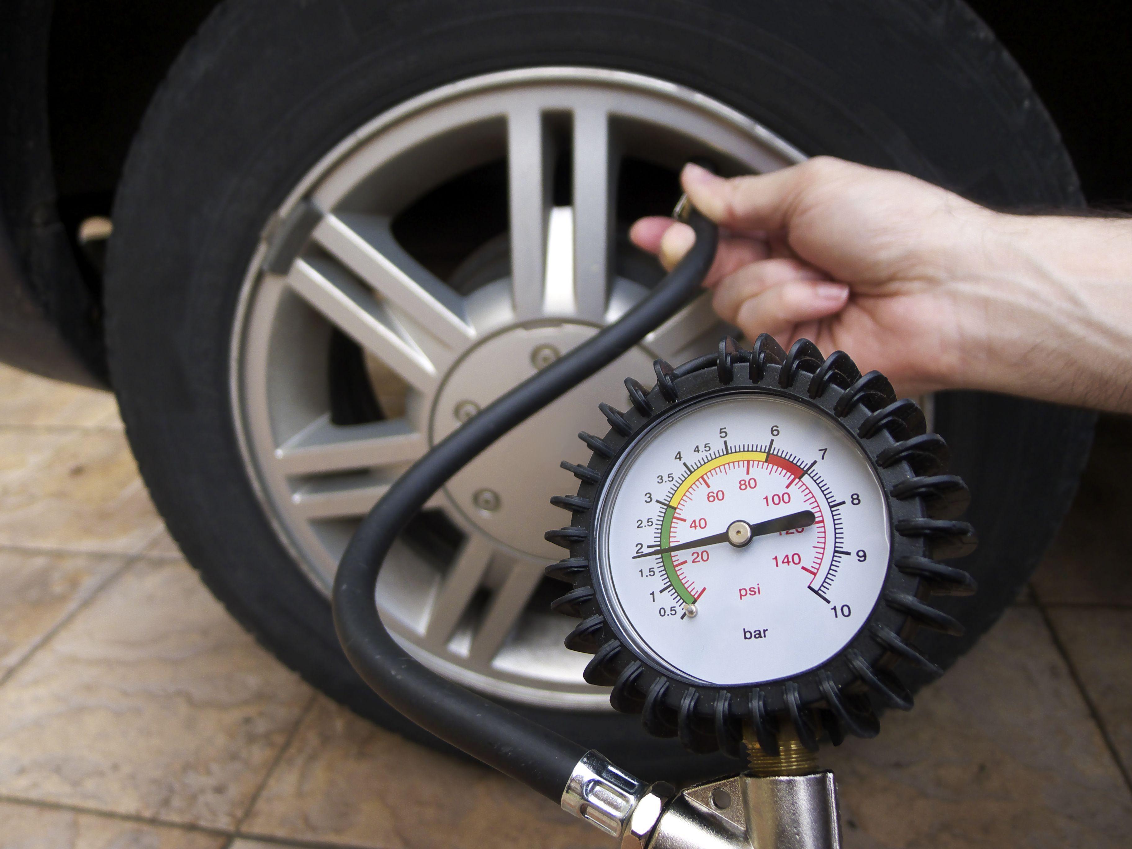 Máquinas para comprobar la presión de los neumáticos: Servicios de Estación de Servicio de Moncófar