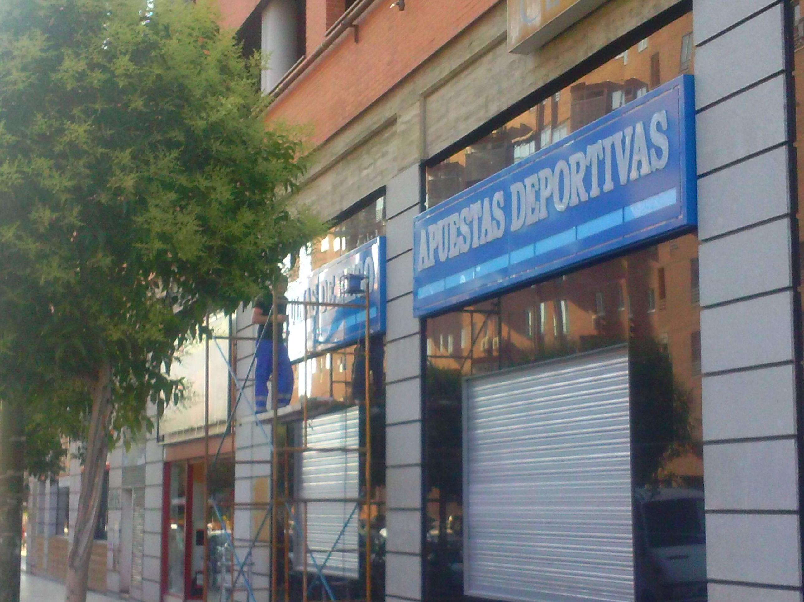 Foto 94 de Rotulación y señalización en Madrid | Rótulos luminosos Fabriluz Neón