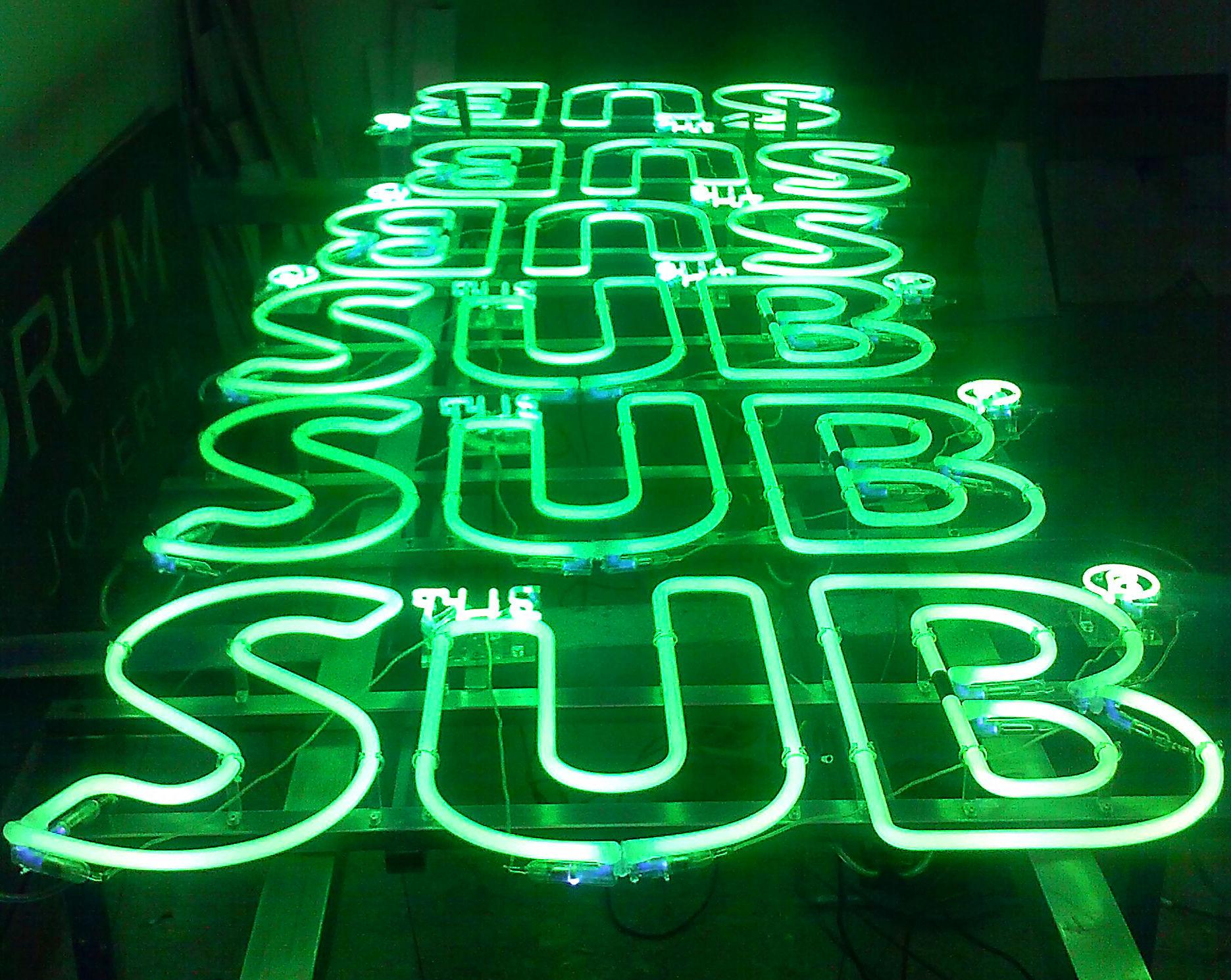 rótulo de neón The SUB para Heineken