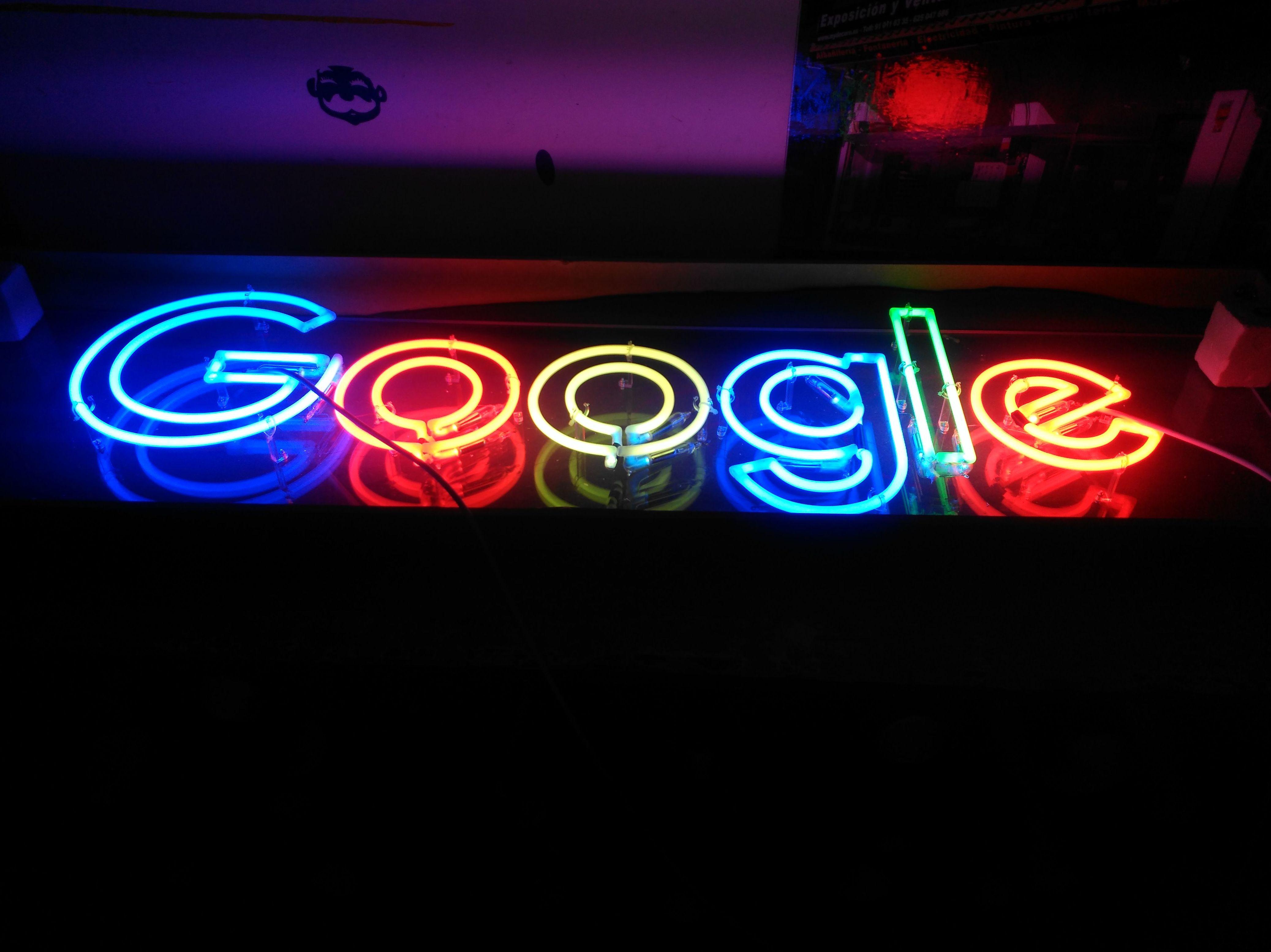 neón artesanal y personalizado para eventos de google