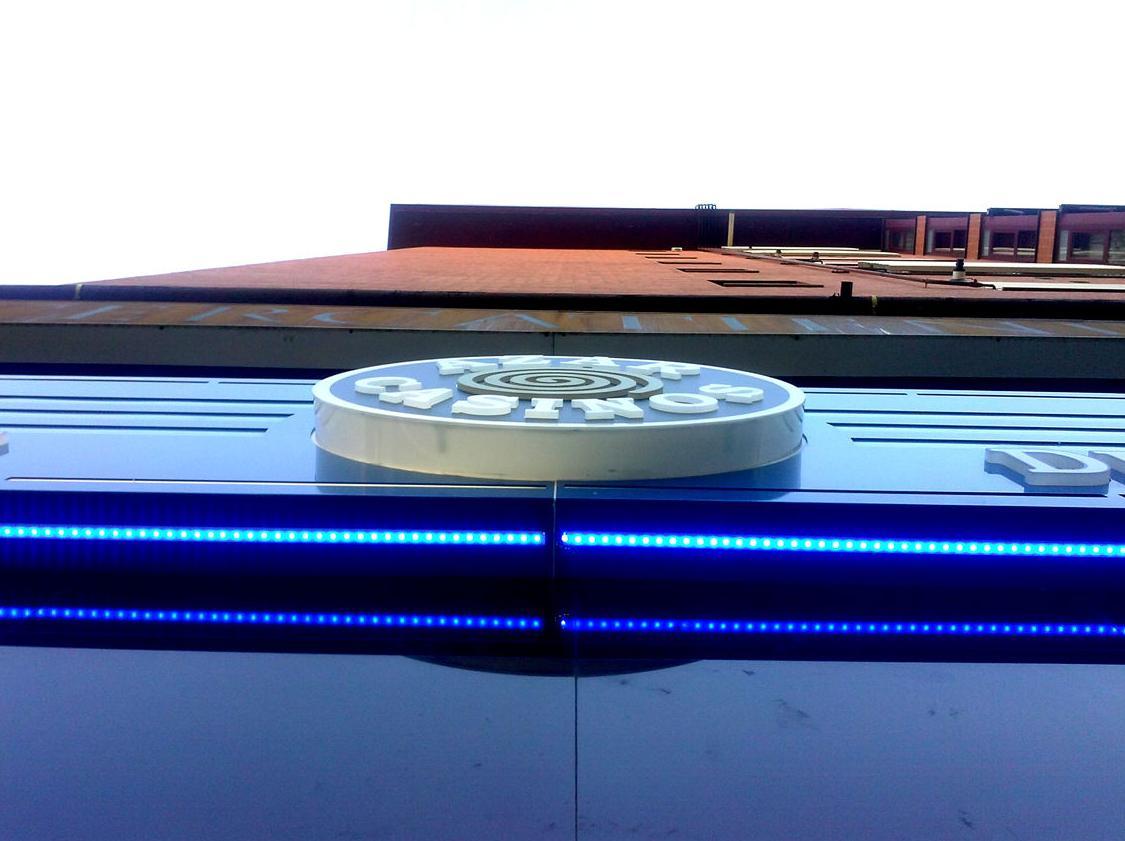 Foto 98 de Rotulación y señalización en  | Rótulos Luminosos Fabriluz Neón