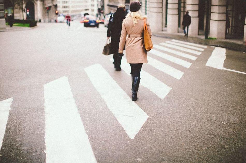 Cómo andar por la calle de forma correcta