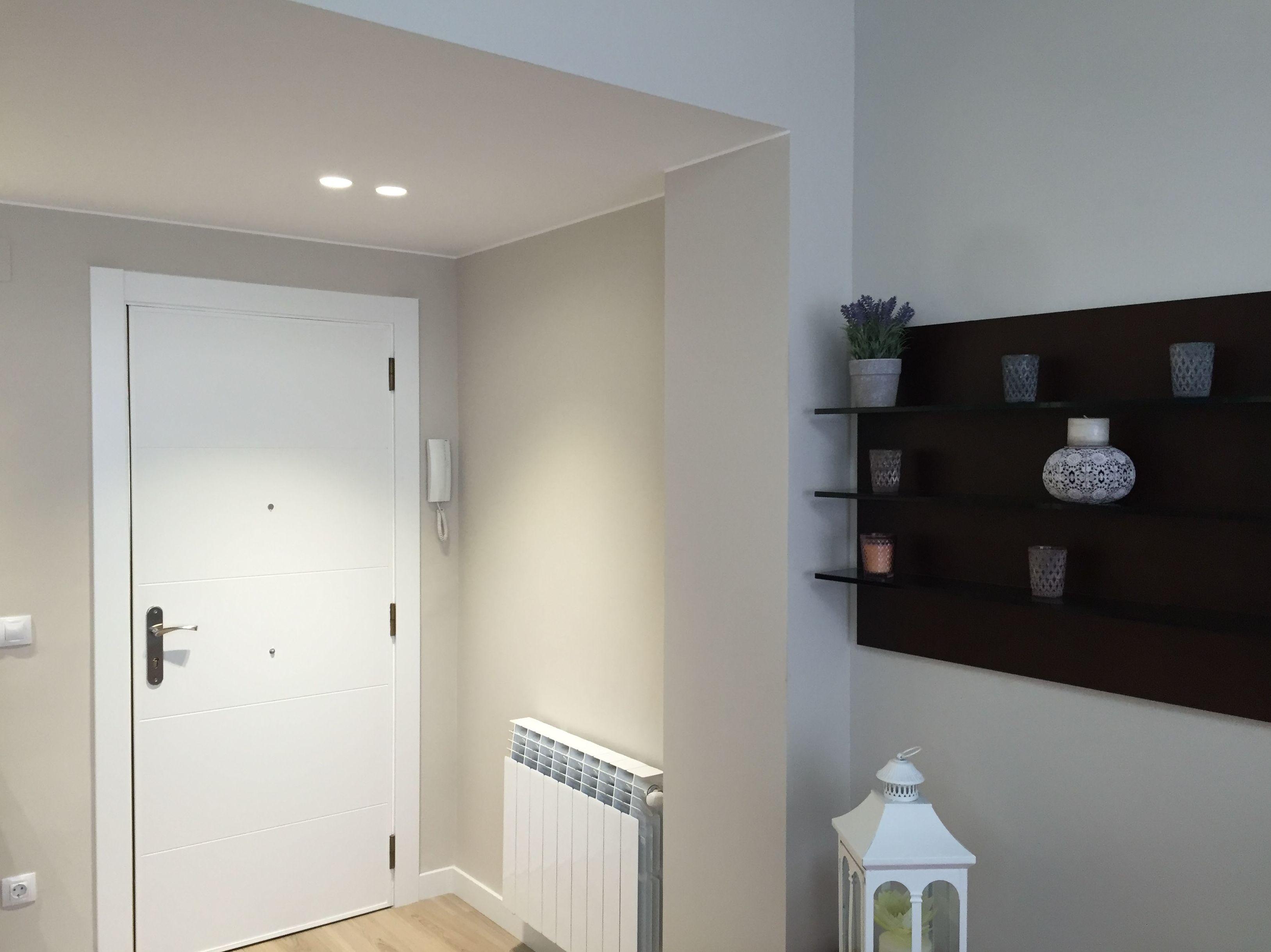 Entrada vivienda integrada a salon
