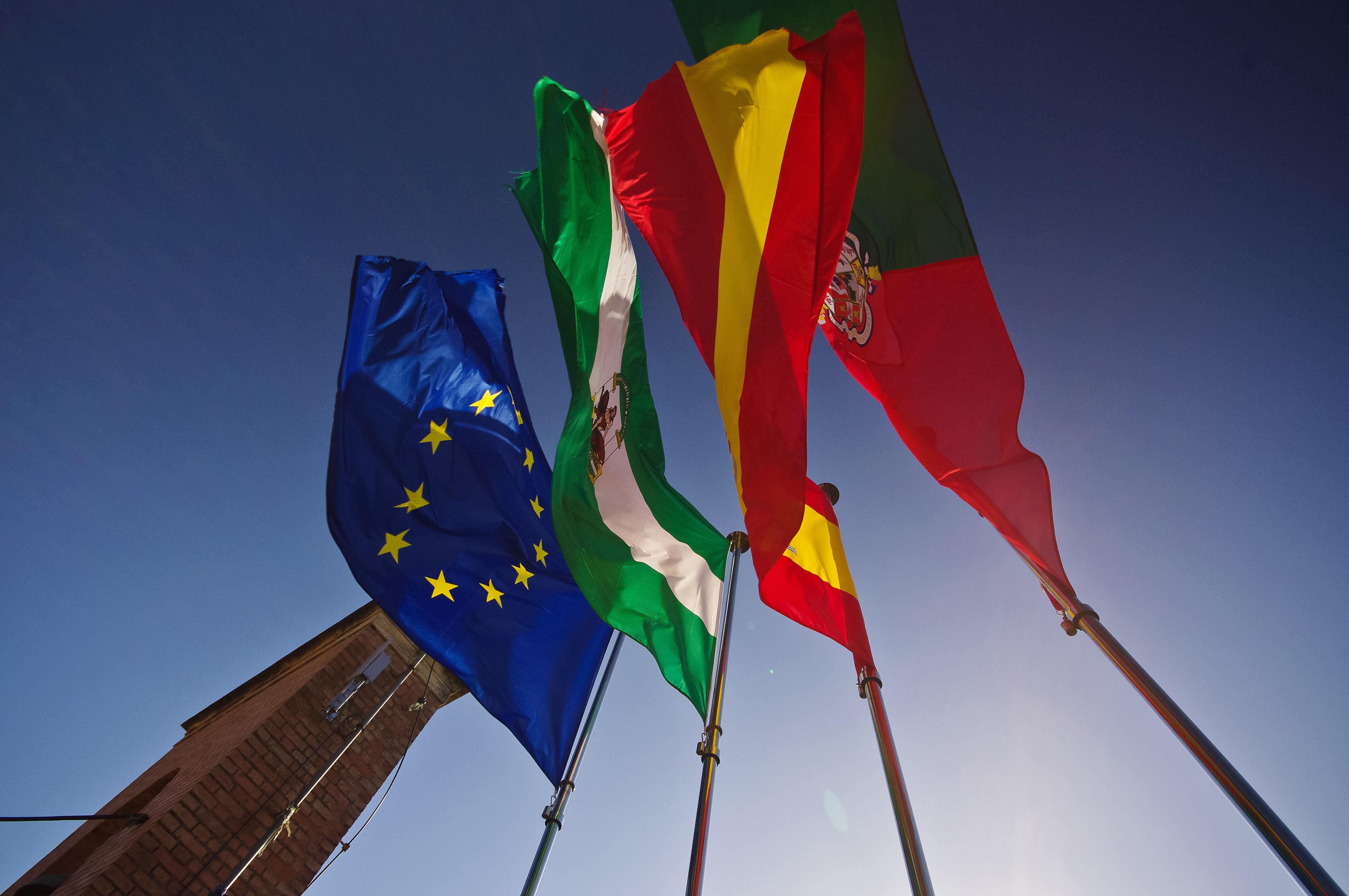 Foto 8 de Banderas, banderines y mástiles en  | BANDERAS ALUCO