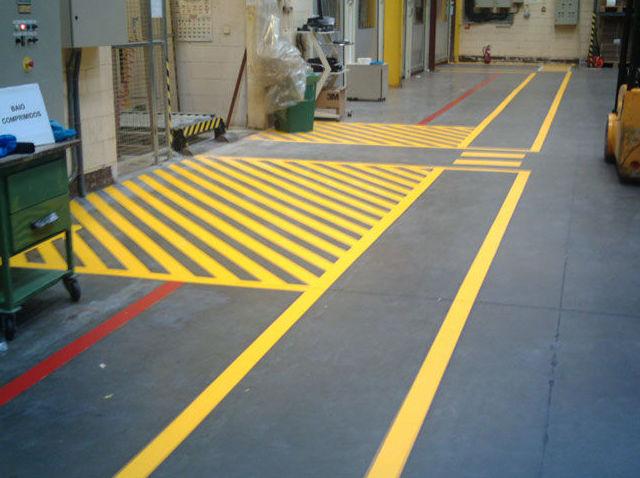 Marcado y señalización de suelos industriales, aparcamientos...