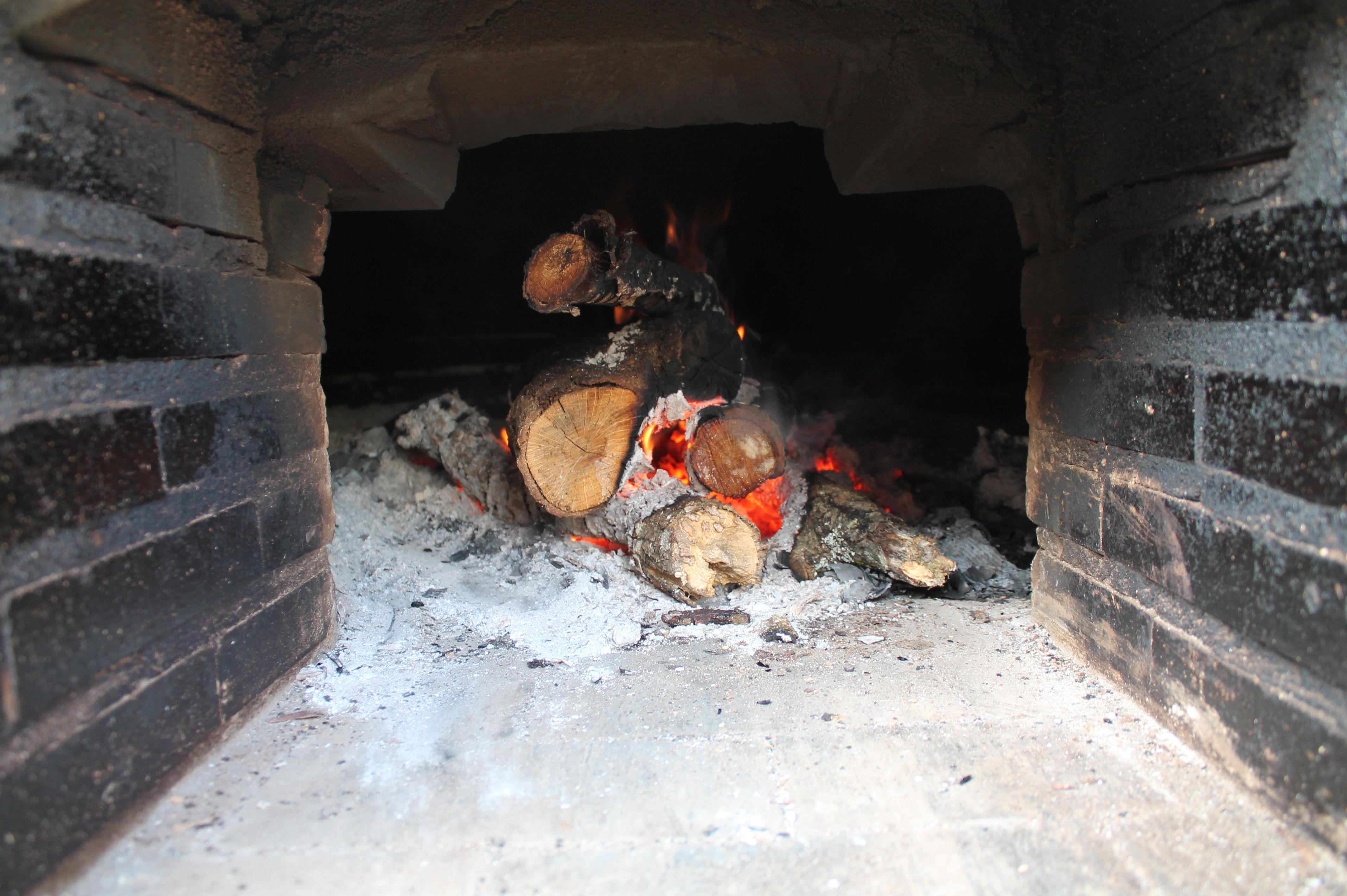 Interior del horno de leña