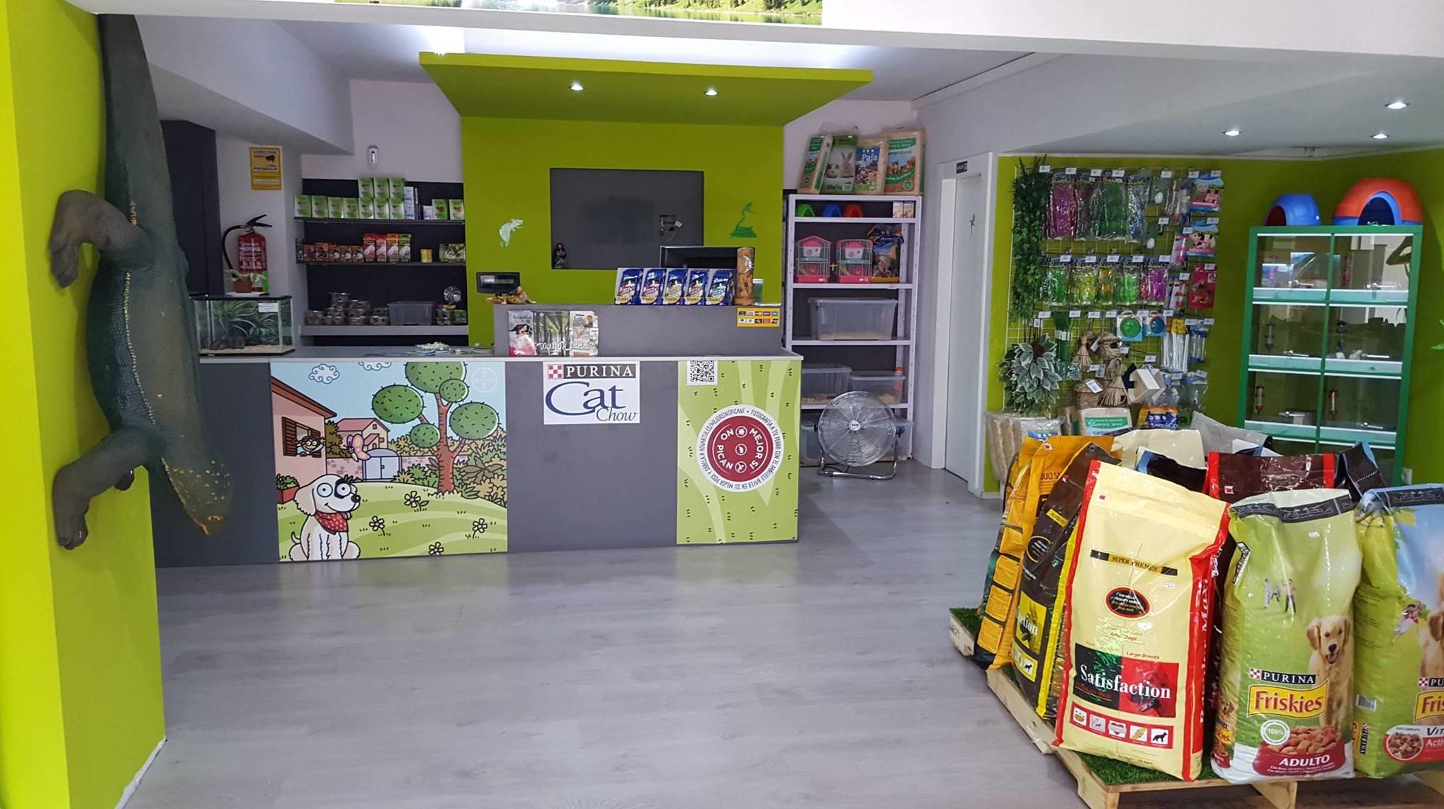 Interior de nuestra tienda de animales exóticos en Viladecans