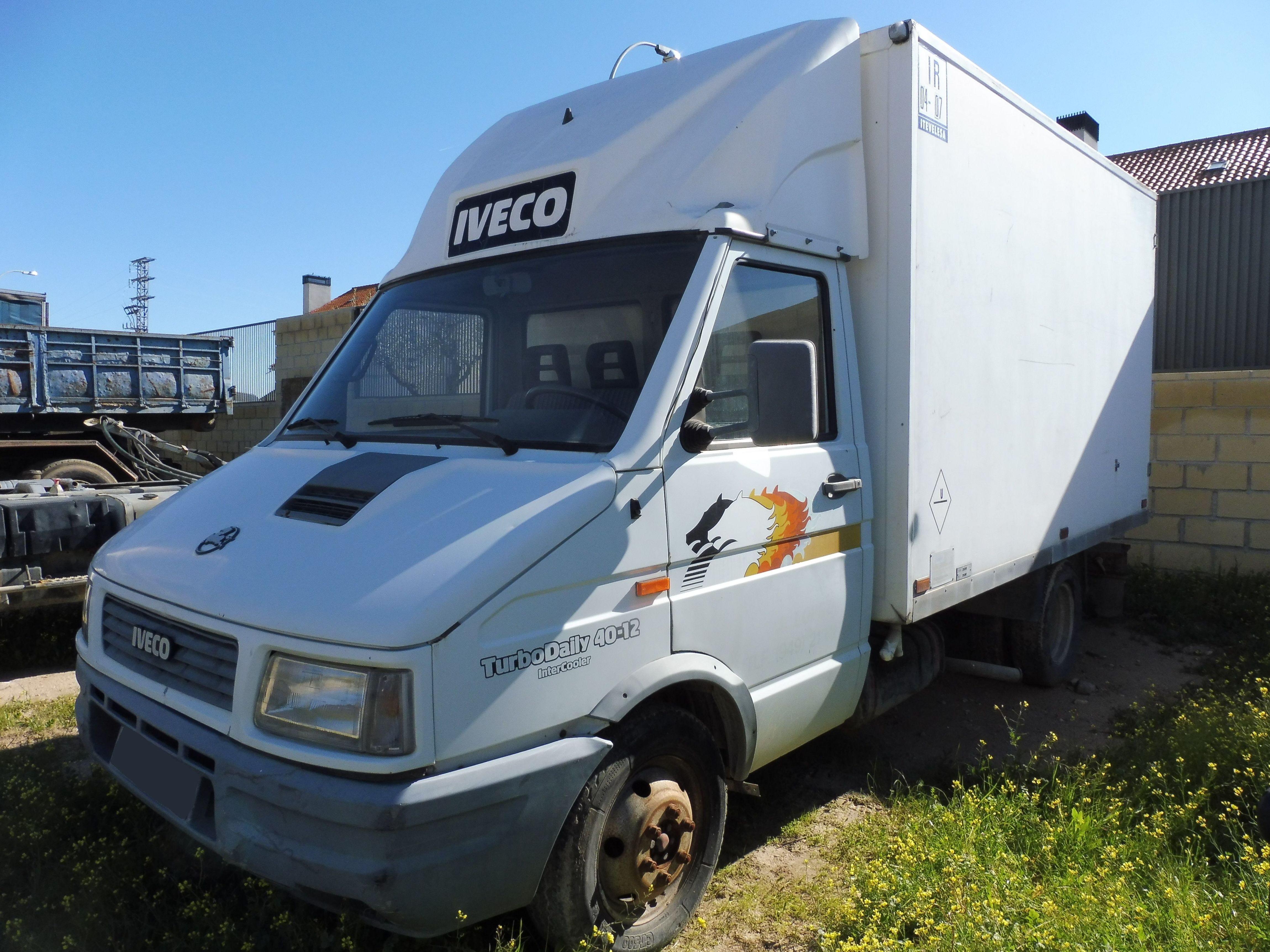 IVECO DAILY 40-12: Vehículos industriales de Emirtrucks Trading