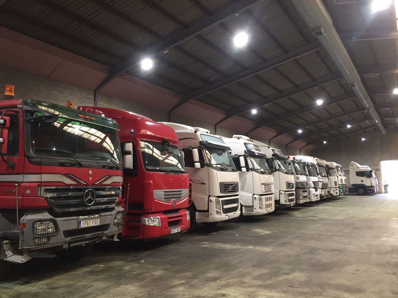 Foto 1 de Compra venta de vehículos industriales en  | Emirtrucks Trading