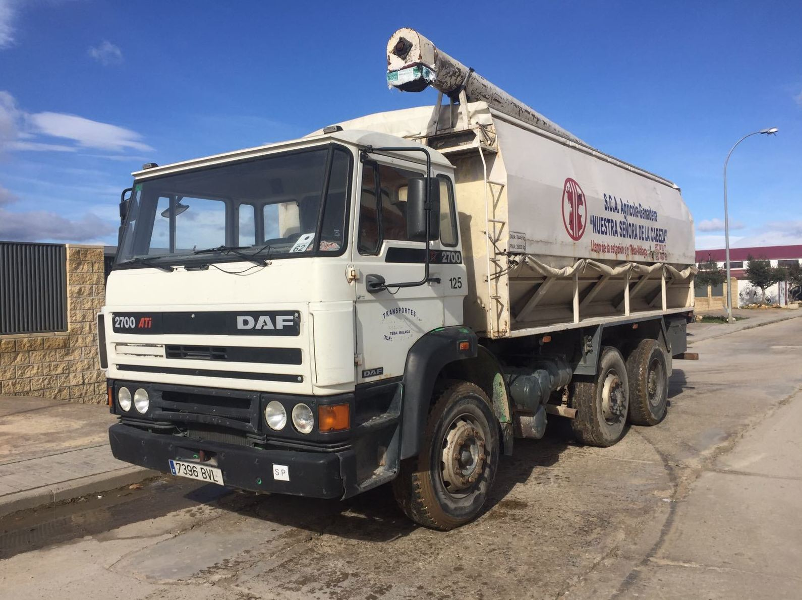 DAF 2700 6X4: Vehículos industriales de Emirtrucks Trading