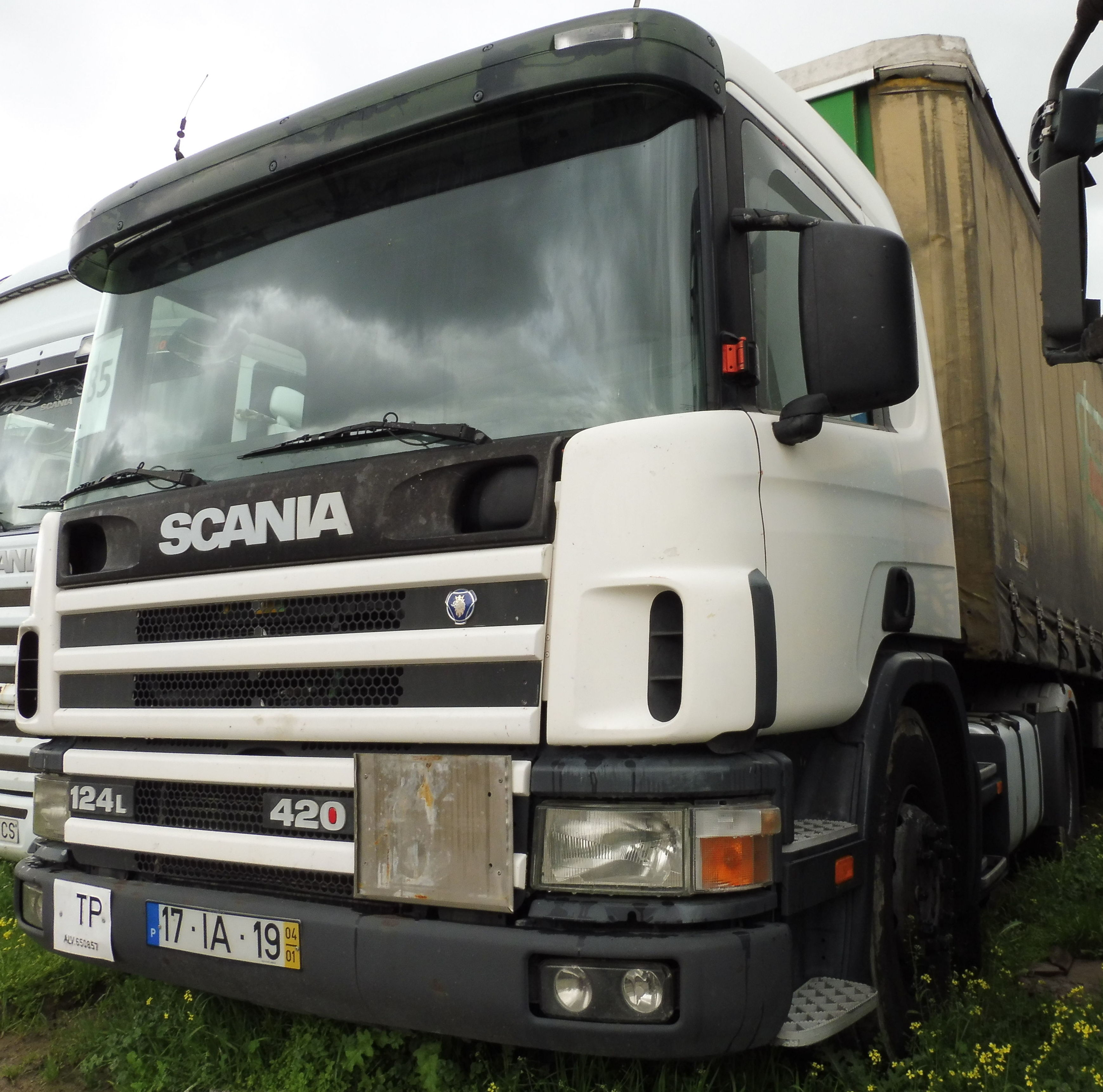 SCANIA 124L 420 4X2: Vehículos industriales de Emirtrucks Trading
