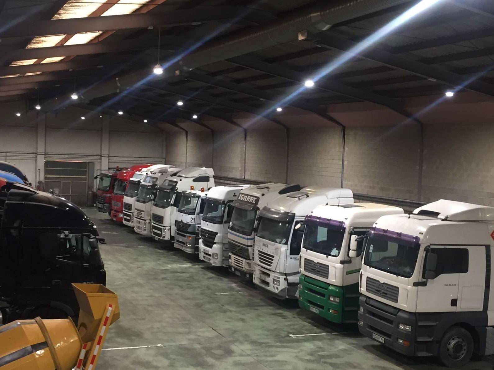 Foto 3 de Compra venta de vehículos industriales en  | Emirtrucks Trading