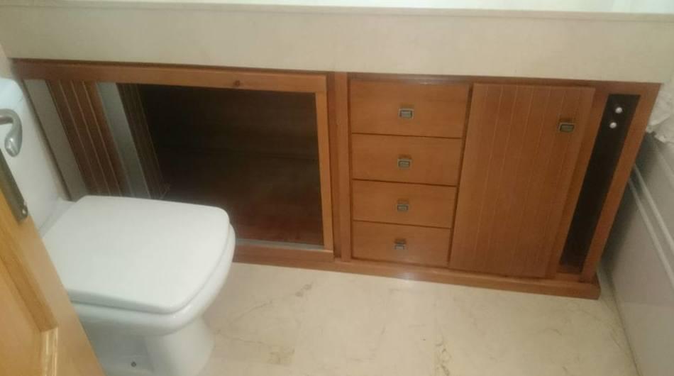 Mueble de baño realizado en madera.