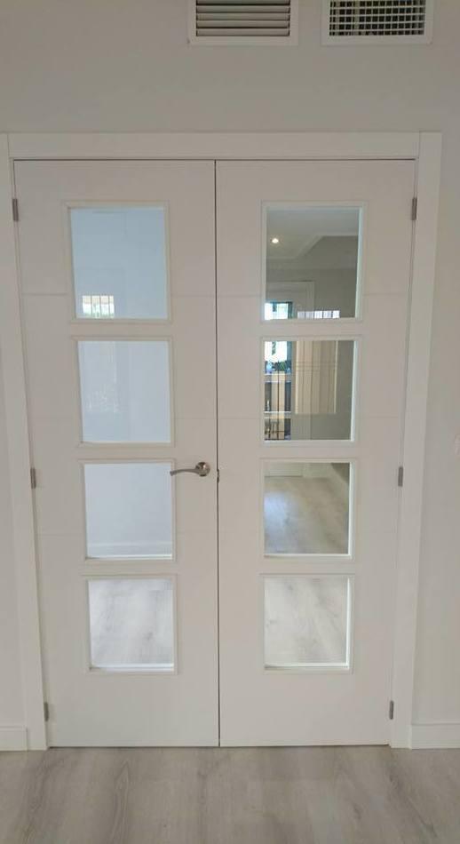 Puerta doble lacada en blanco