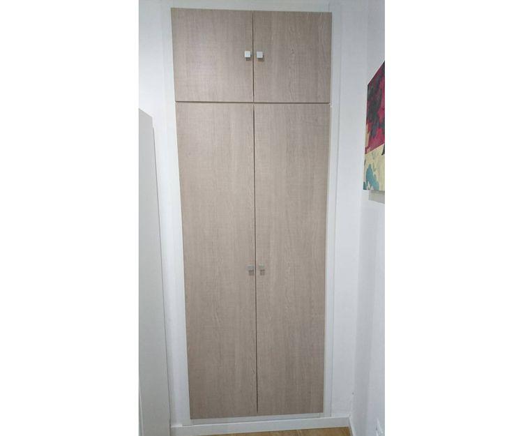 Armario con puerta abatible