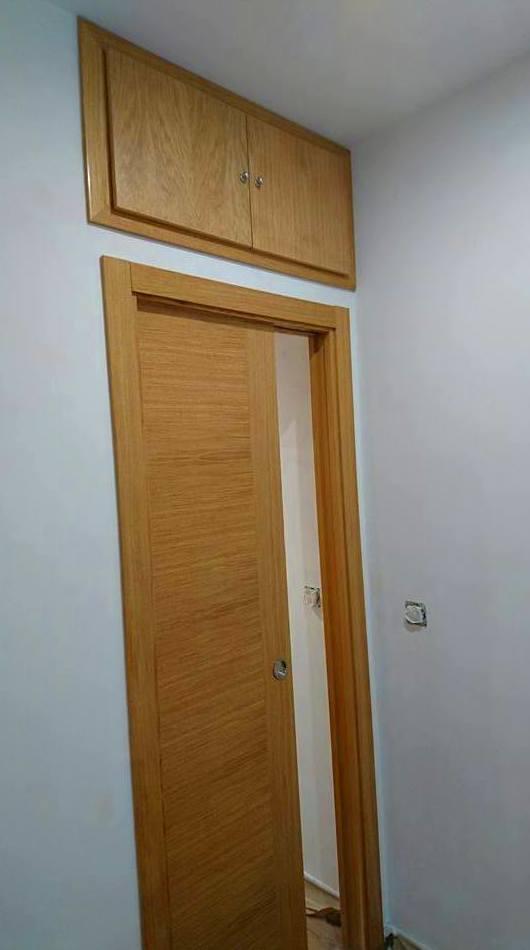 Fijate soluciones de puertas correderas con armazon y altillos en puertas abatibles para solucionar tus espacios