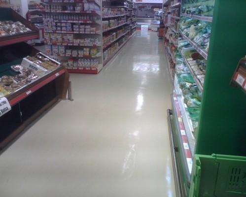 Suelo de alto brillo para supermercado.