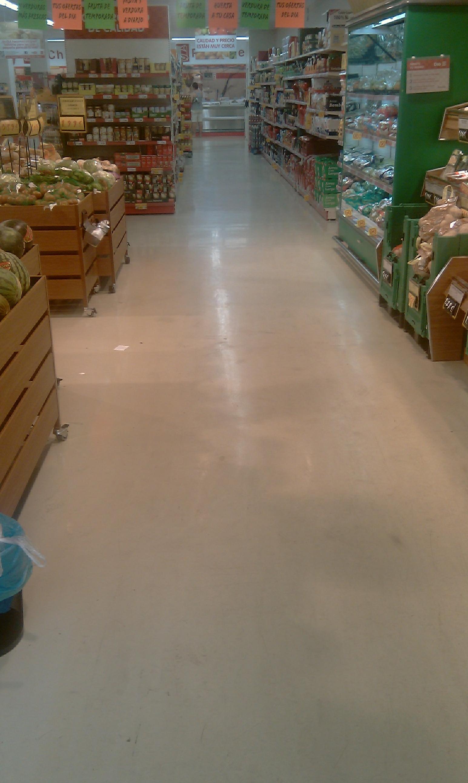 Suelo de alto brillo para supermercado. Despues de 6 años.
