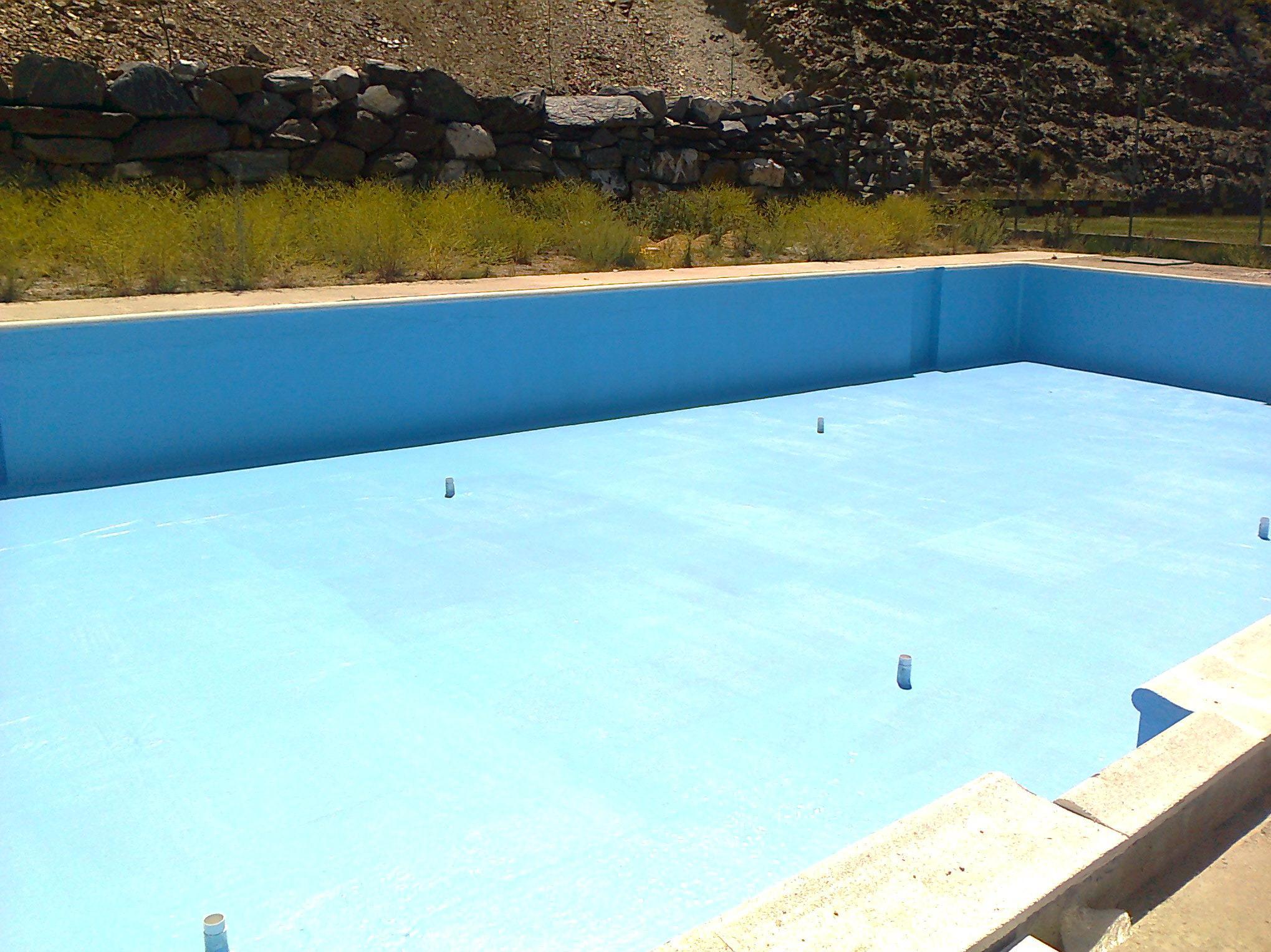 Impermeabilizacion de piscina mediante laminado de poliester