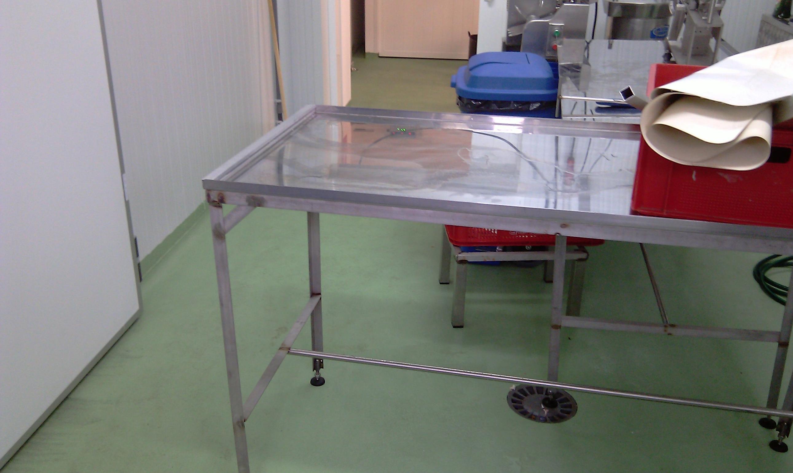 Suelo de carniceria con pavimento sanitario aplicado. (estado posterior).