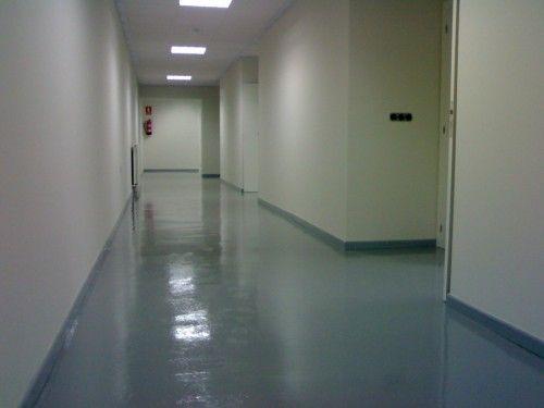 Pavimento continuo para laboratorio.