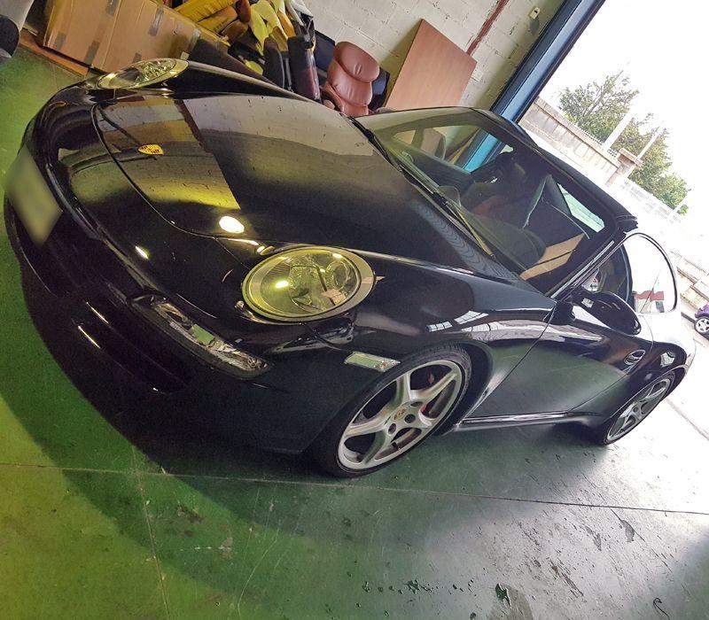 Empresa de tapizado de coches como el Porsche 911 carrera S