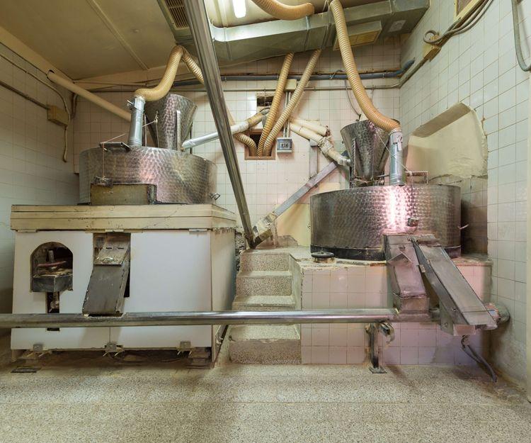 Máquinas para moler el grano y realizar el gofio