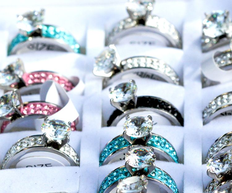 Venta de anillos de bisutería en San Fernando de Henares