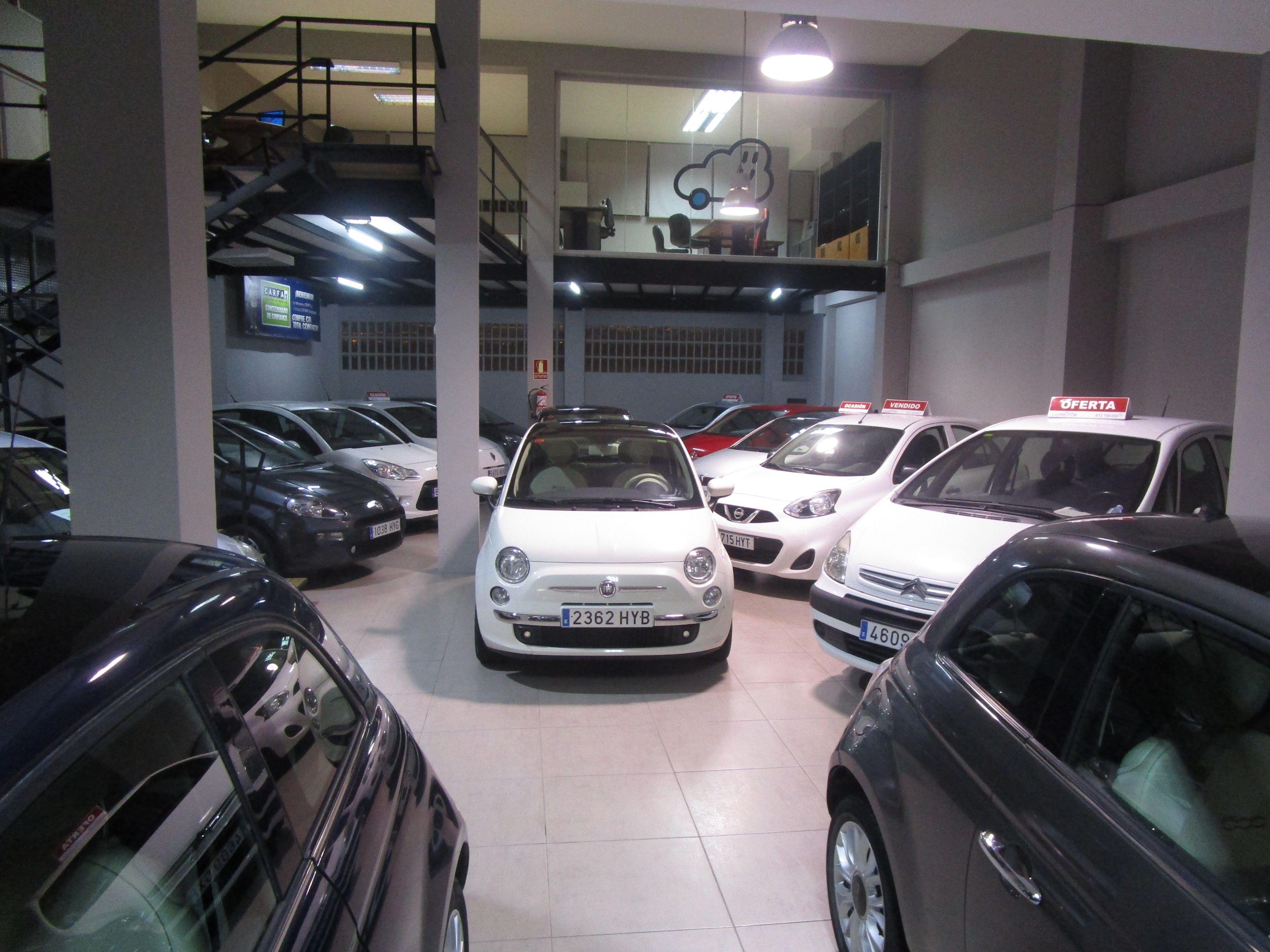 Interior del concesionario automovilístico Carmotor