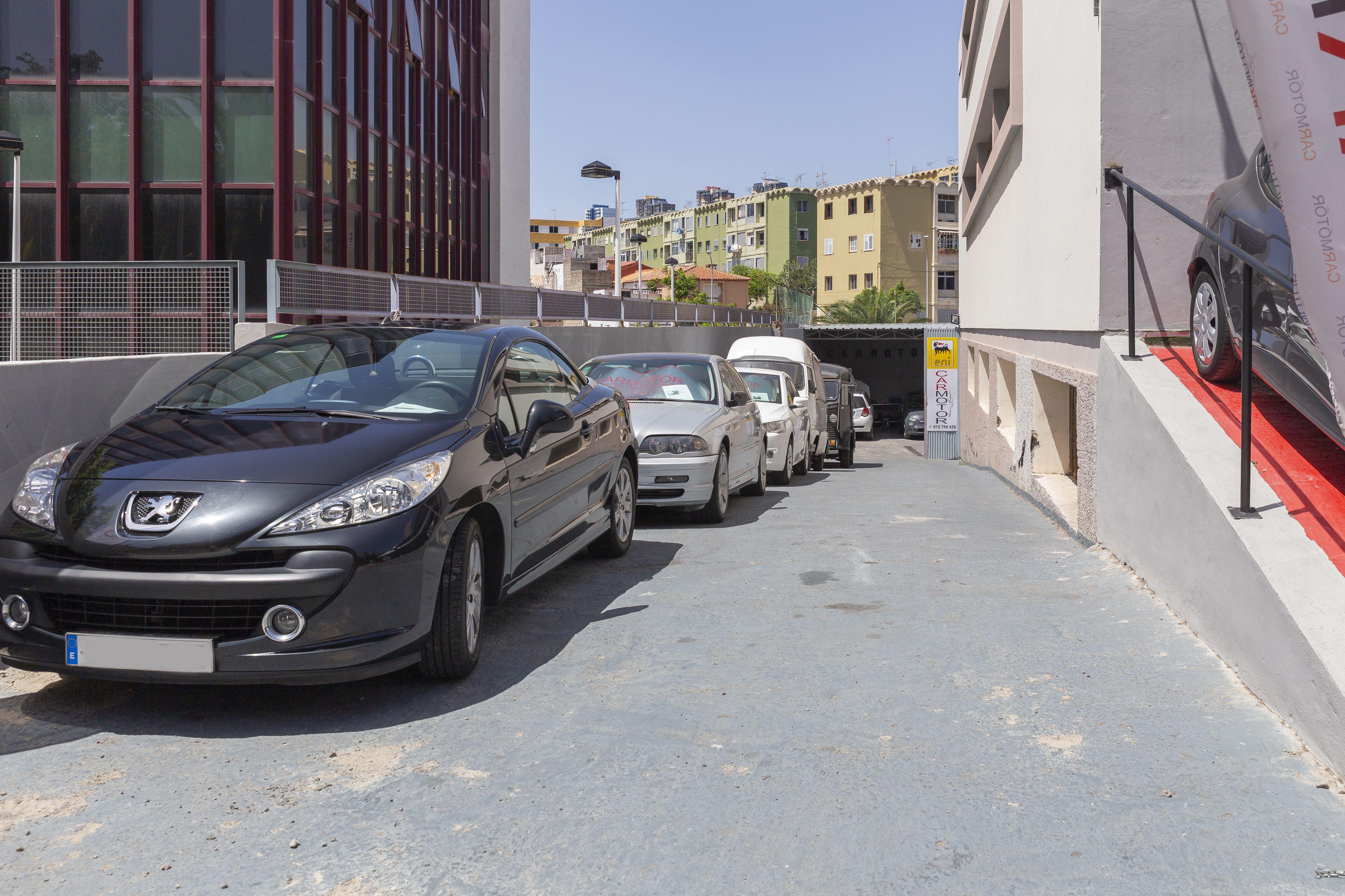 Automóviles en revisión