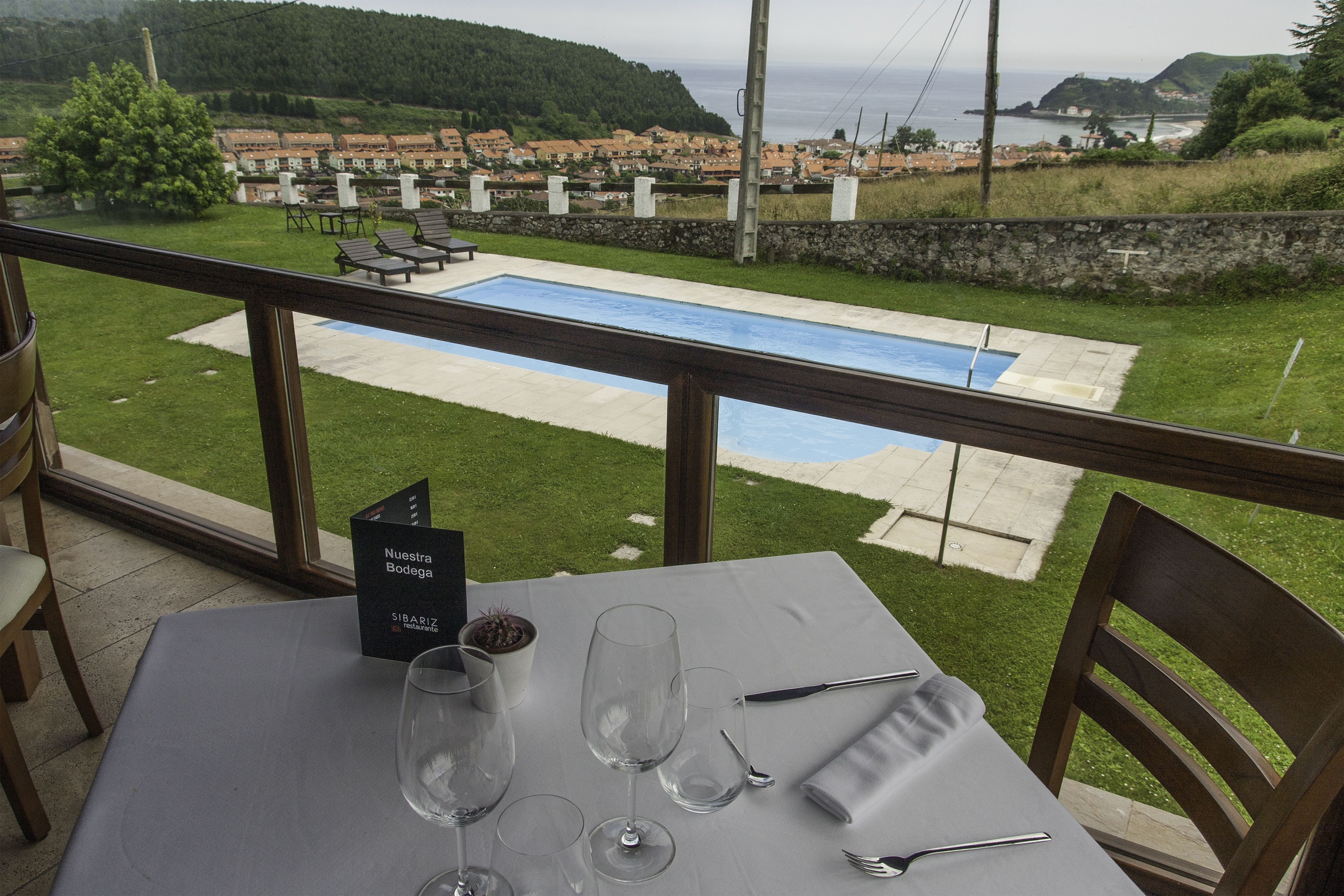 Restaurante con piscina en Ribadesella