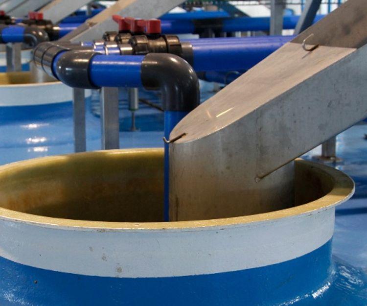 Instalación de depósitos de poliéster con fibra de vidrio Sevilla
