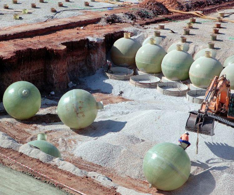 Fabricación y montaje de depósitos de poliéster industriales en Sevilla