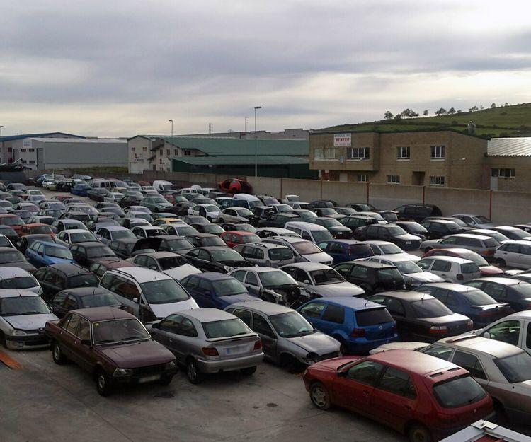 Exterior de nuestro desguace de vehículos en Tineo, Asturias