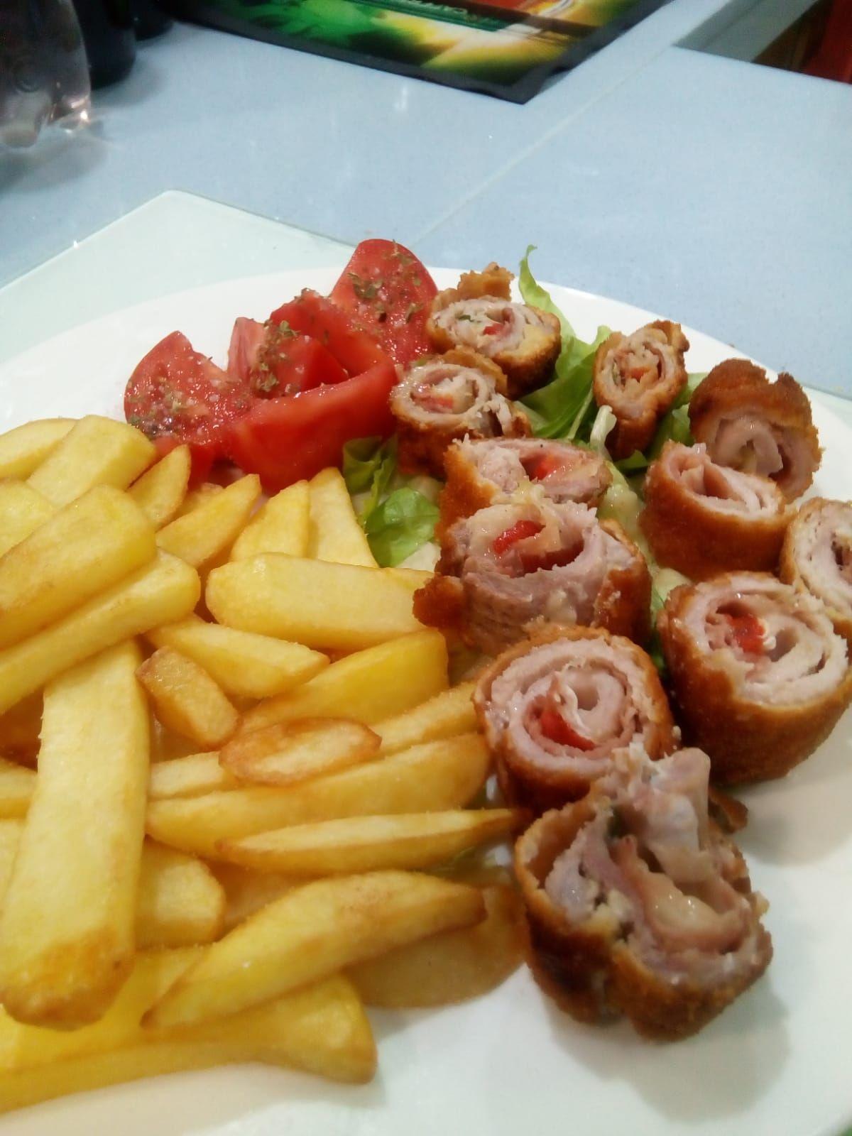 Carne y  pescado en platos de cocina andaluza