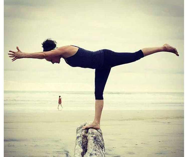 Clases dinámicas de yoga