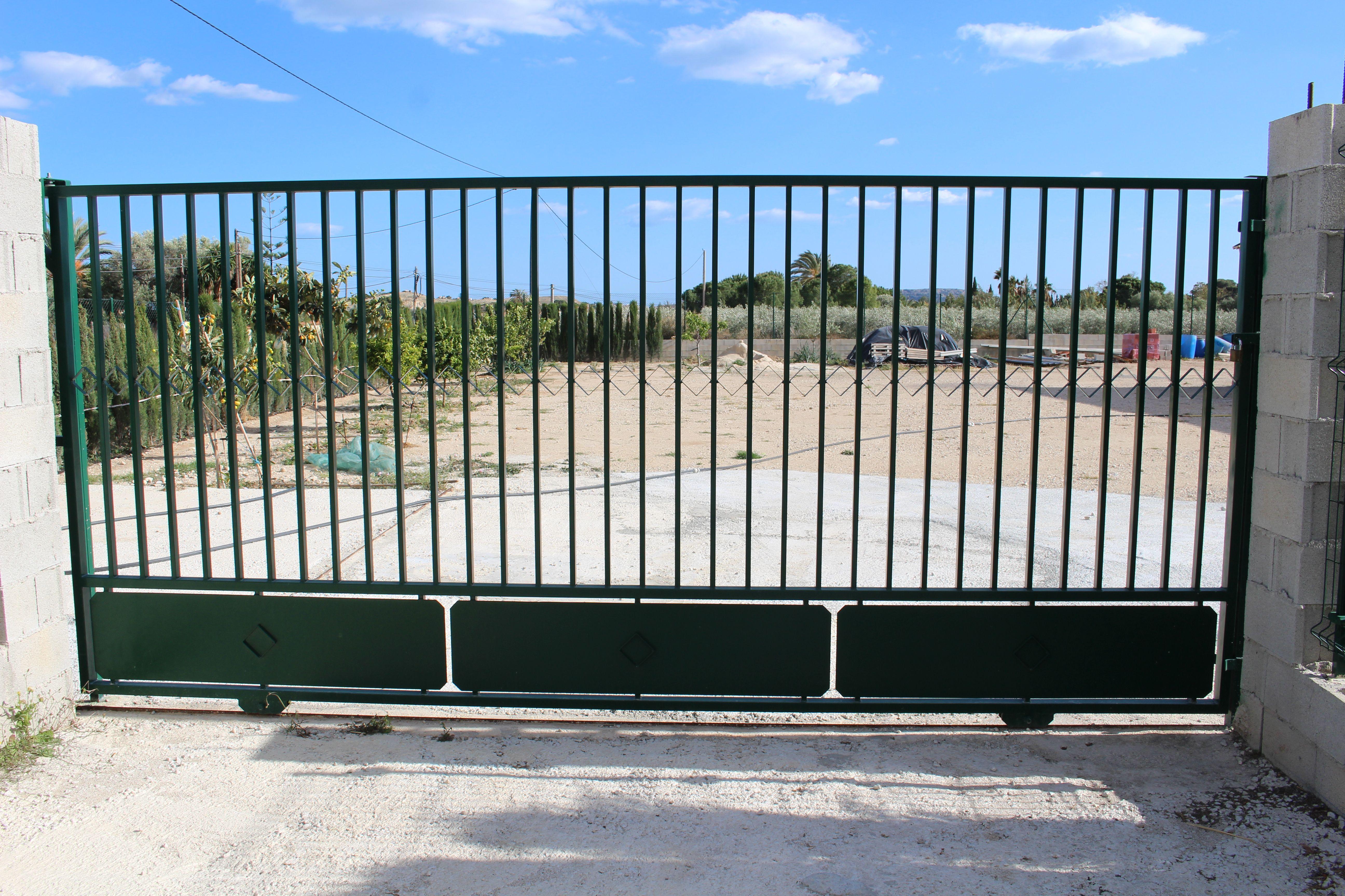 Puertas metálicas para fincas en Alicante