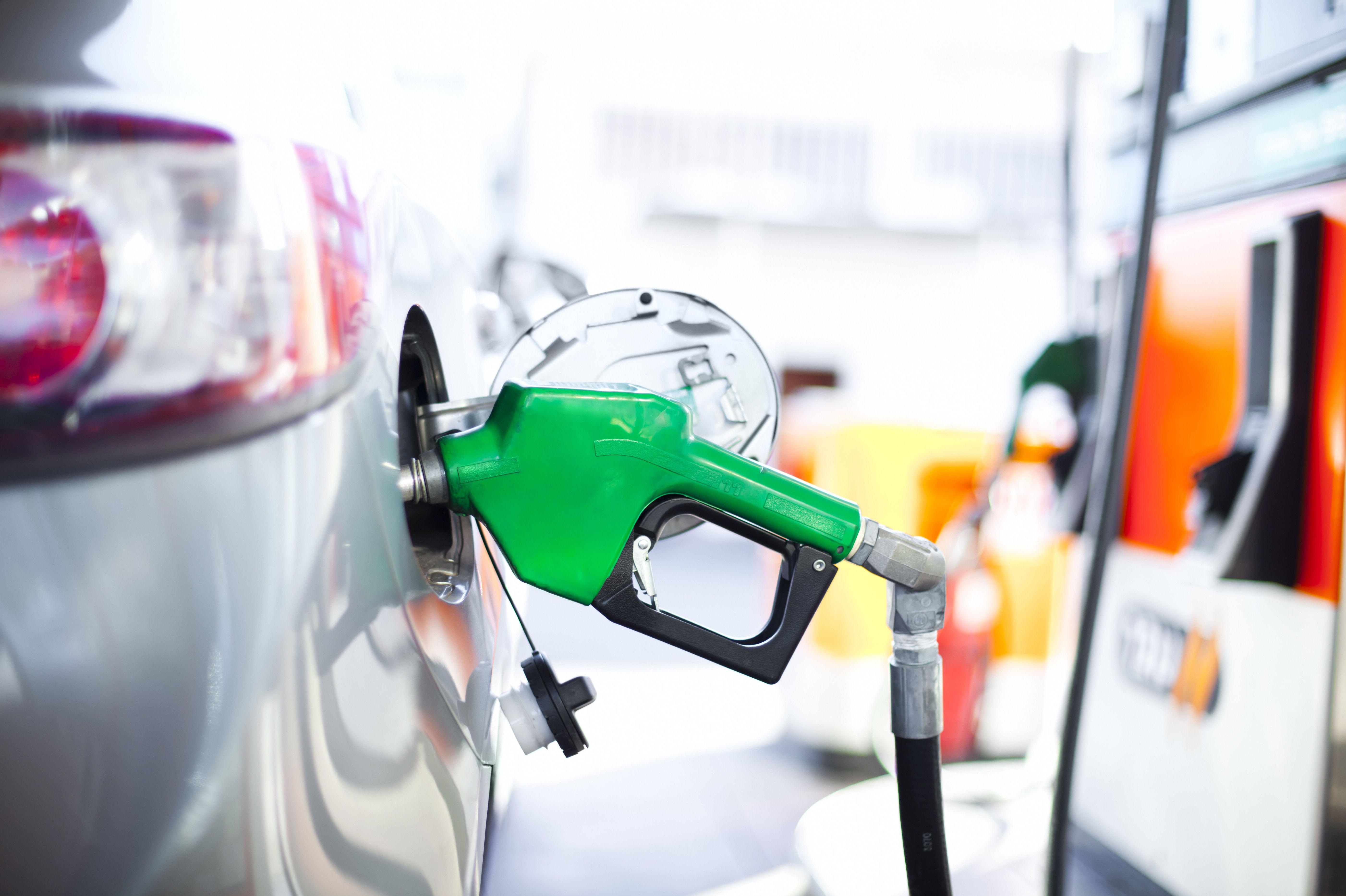Abastecimiento de combustible en el Puerto de la Cruz