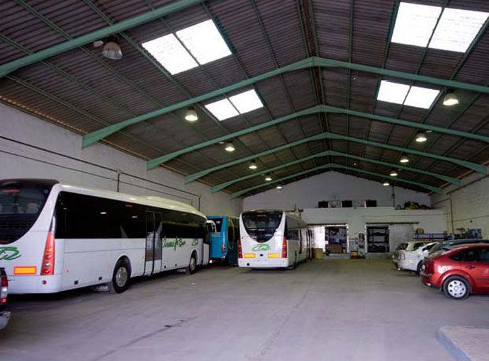 Instalación de plataformas elevadoras para autobuses: Servicios de Auto Aire Jaga