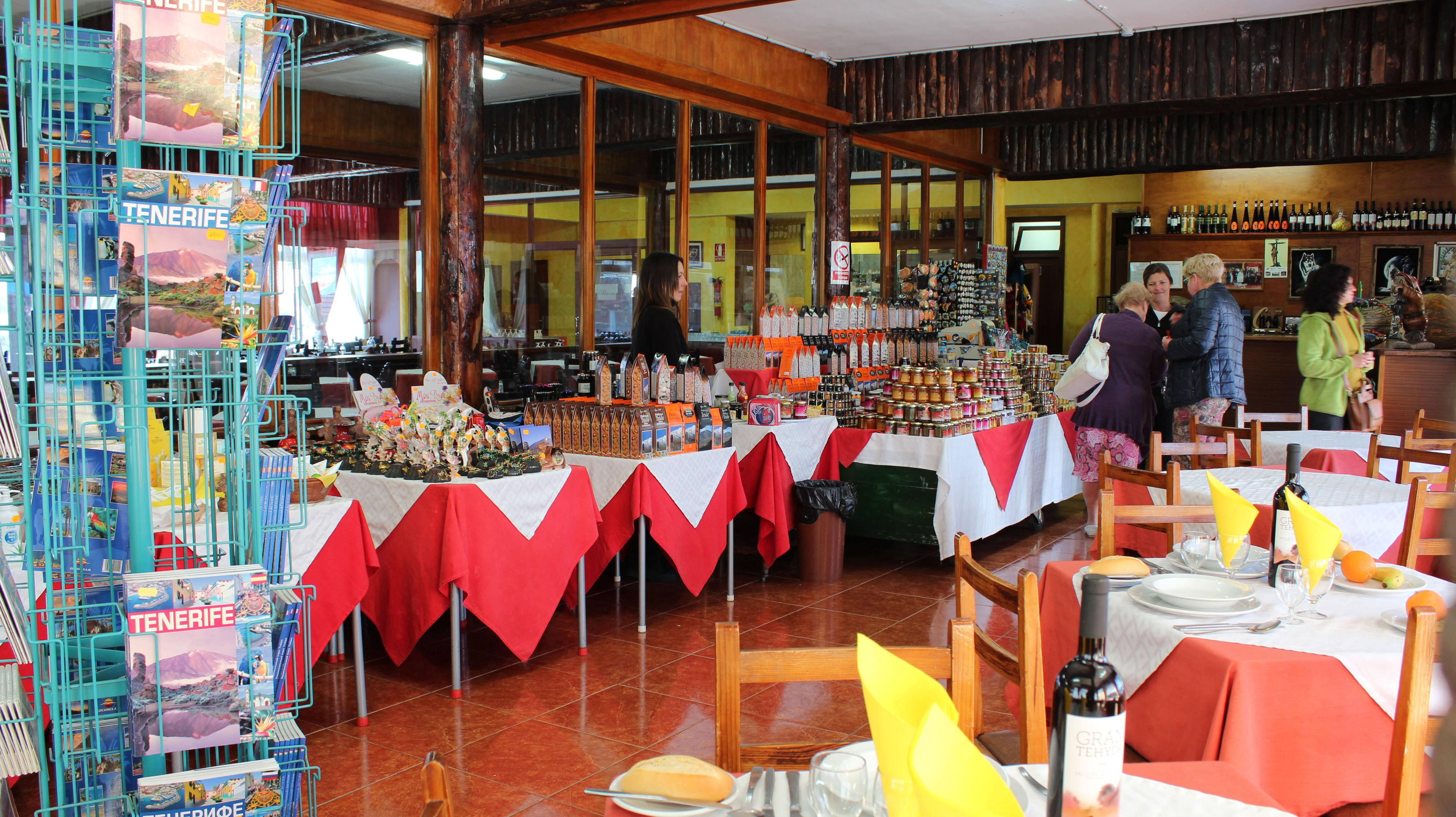 Restaurante con venta de productos típicos canarios