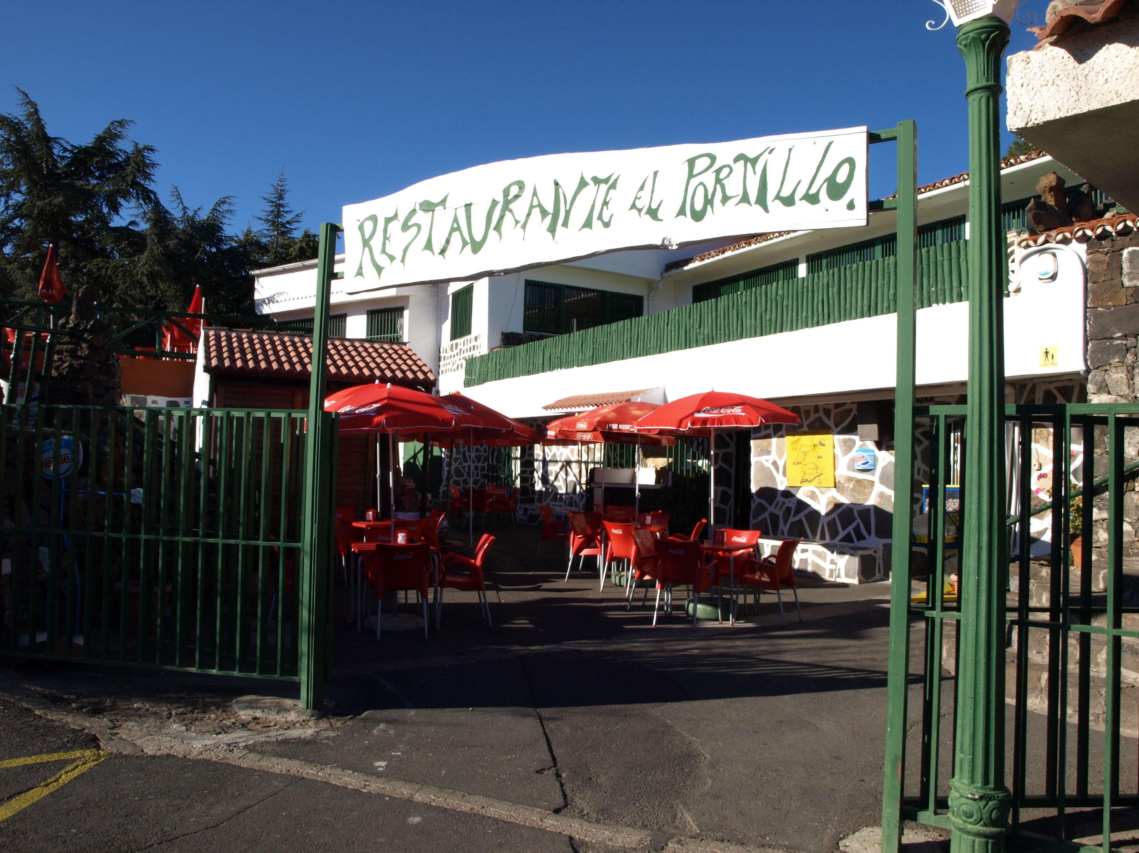 Entrada al restaurante El Portillo