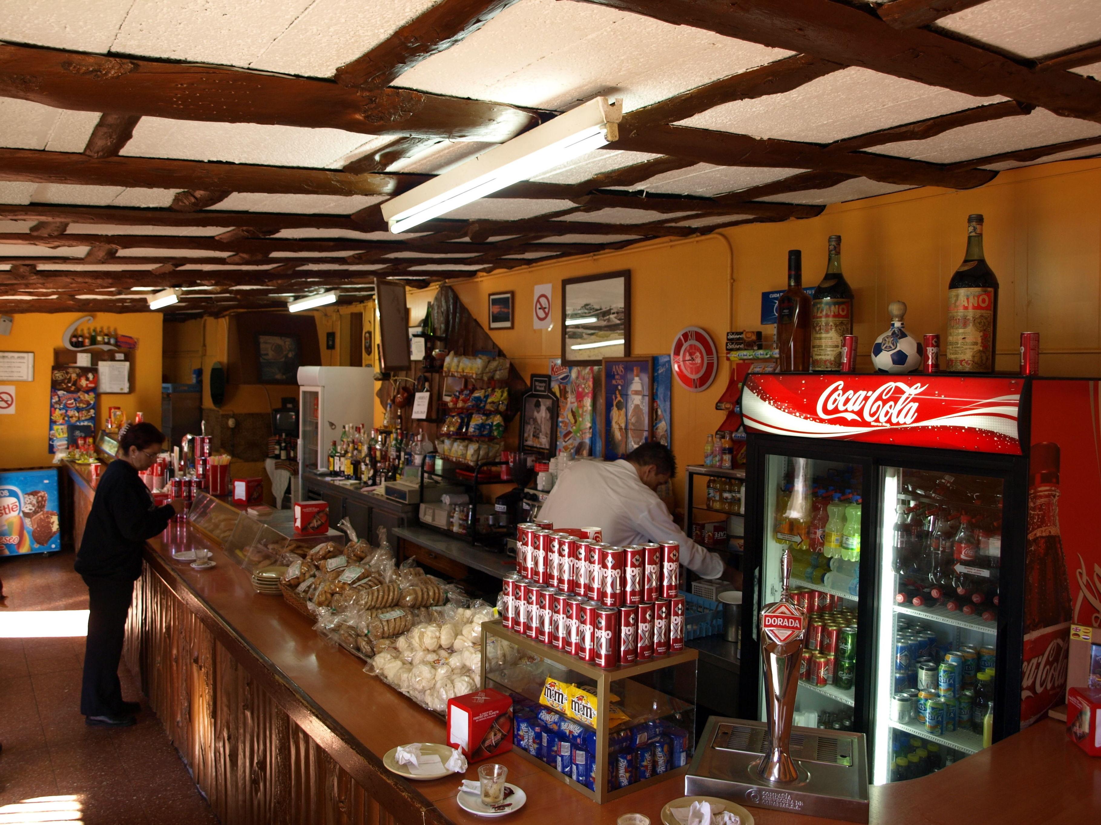 Venta de alimentos canarios en el restaurante El Portillo
