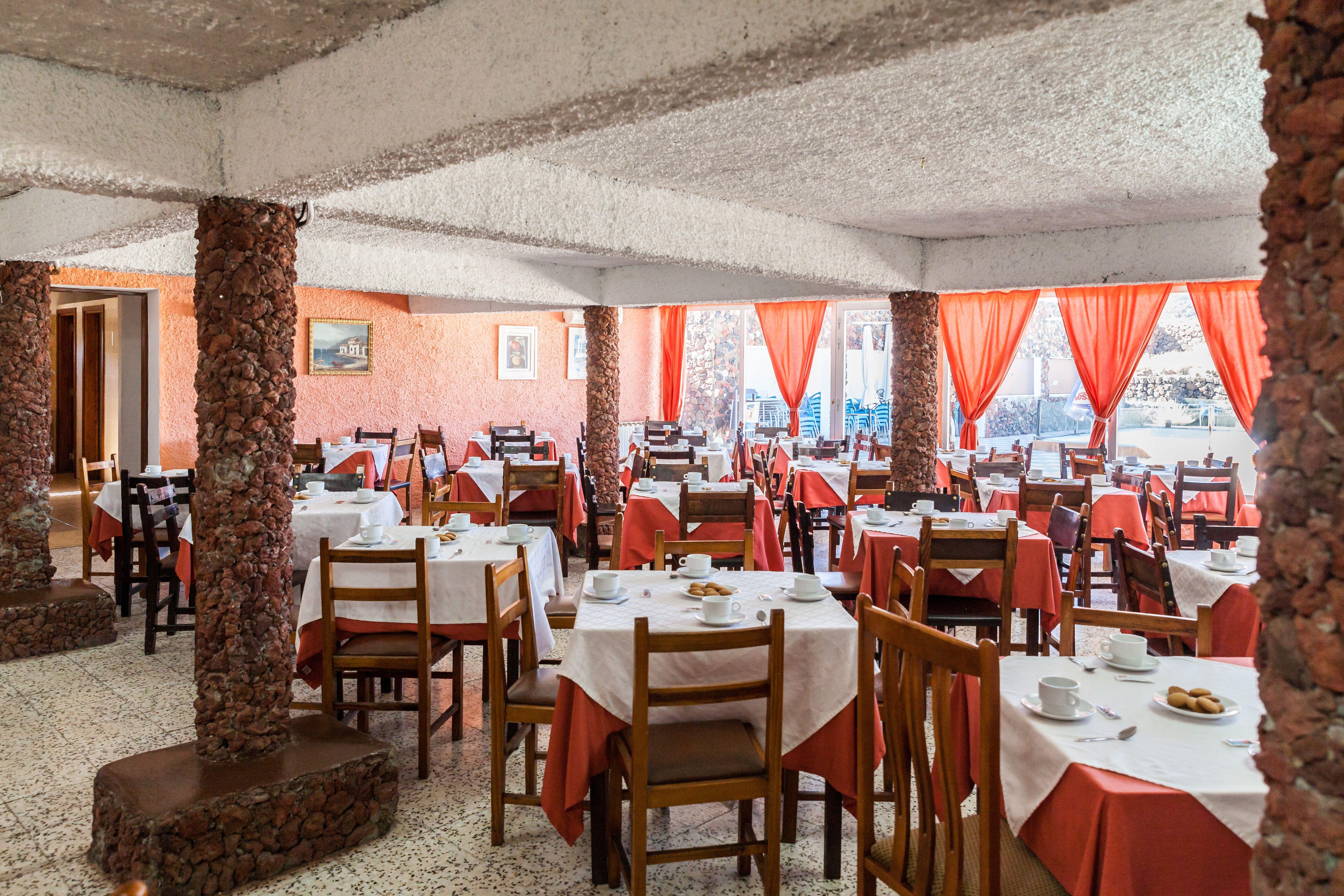 Foto 2 de Empresa de restauración ubicada en el Parque Nacional del Teide en La Orotava | Restaurantes El Portillo y La Bamby
